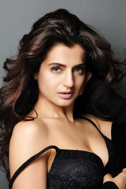 ameesha patel sizzling photoshoot pictures