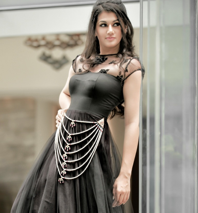 Tapsee Pannu Stunning Photoshoot in Black Dress With Stylish Jewellery_VP (1)