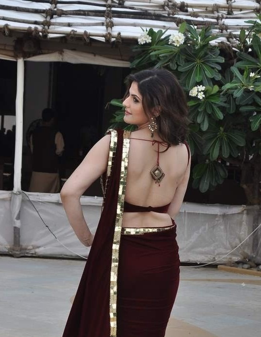 Zarine Khan hot back