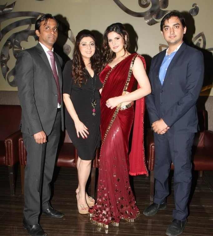 Zarine Khan Spicy Pics In a Red Saree at GJIWL Launch Event in Red Saree_VP (6)