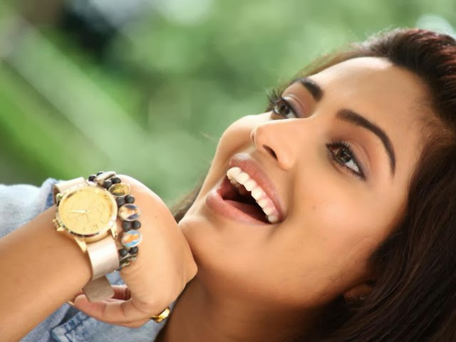Amala Paul in Movie Oru - Vp (7)