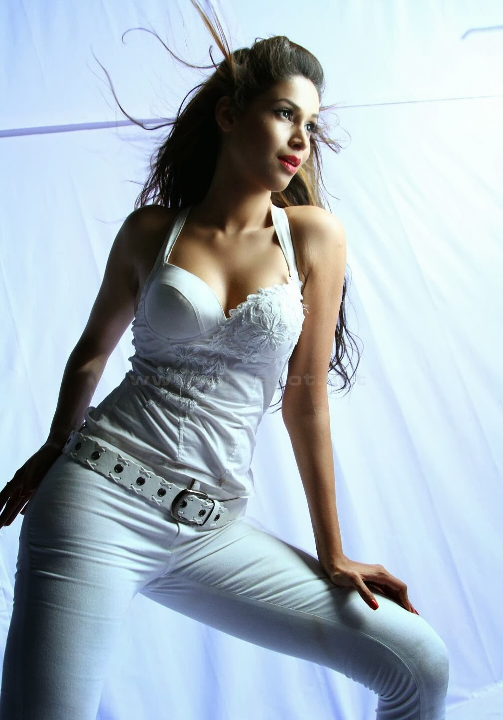 Amruta Patki in white dress, Amruta Patki  hot photos
