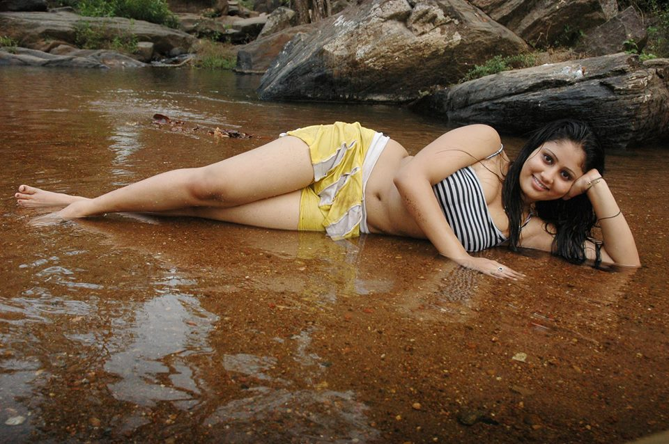 Amrutha Valli sexy wet legs, hot images of Amrutha Valli, Amrutha Valli spicy pics