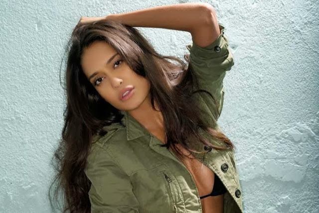 Lisa Haydon hot photoshoot, Lisa Haydon maxim photos, Lisa Haydon in black dress