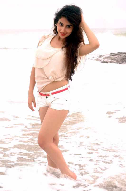 Parul Gulati Sexy Photos in White Hot Pants at Beach_VP (3)