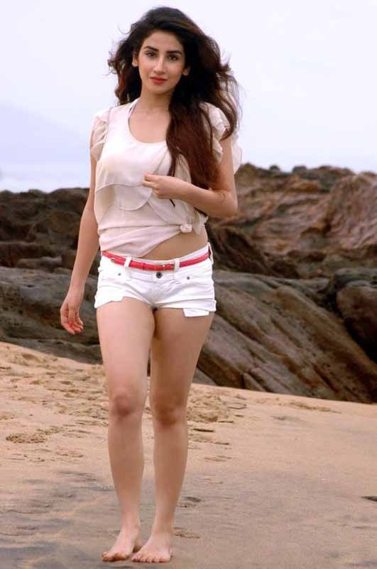 Parul Gulati Sexy Photos in White Hot Pants at Beach_VP (5)