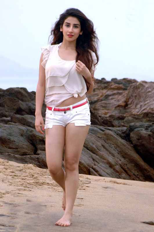 Parul Gulati Sexy Photos in White Hot Pants at Beach_VP (6)