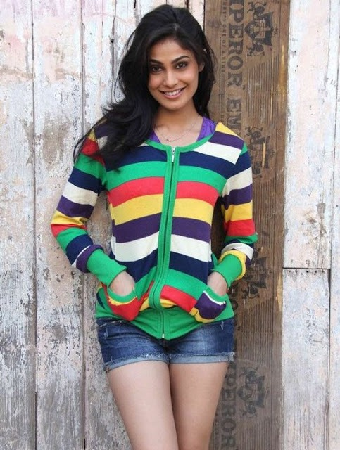 Pooja Gupta in hot pants, Pooja Gupta in sexy jeans, Pooja Gupta hot thighs, Pooja Gupta sexy legs, Pooja Gupta masala photos, Pooja Gupta super hot legs, Pooja Gupta masala pics