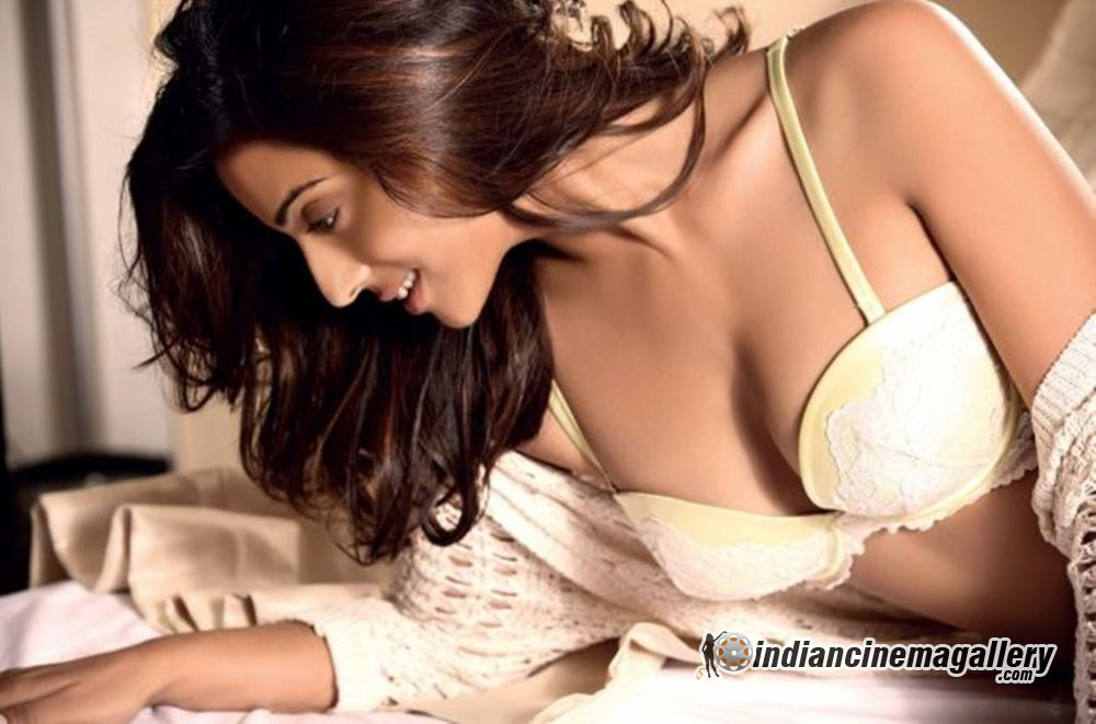Hottest Avatar of Mahie Gill - VP (2)
