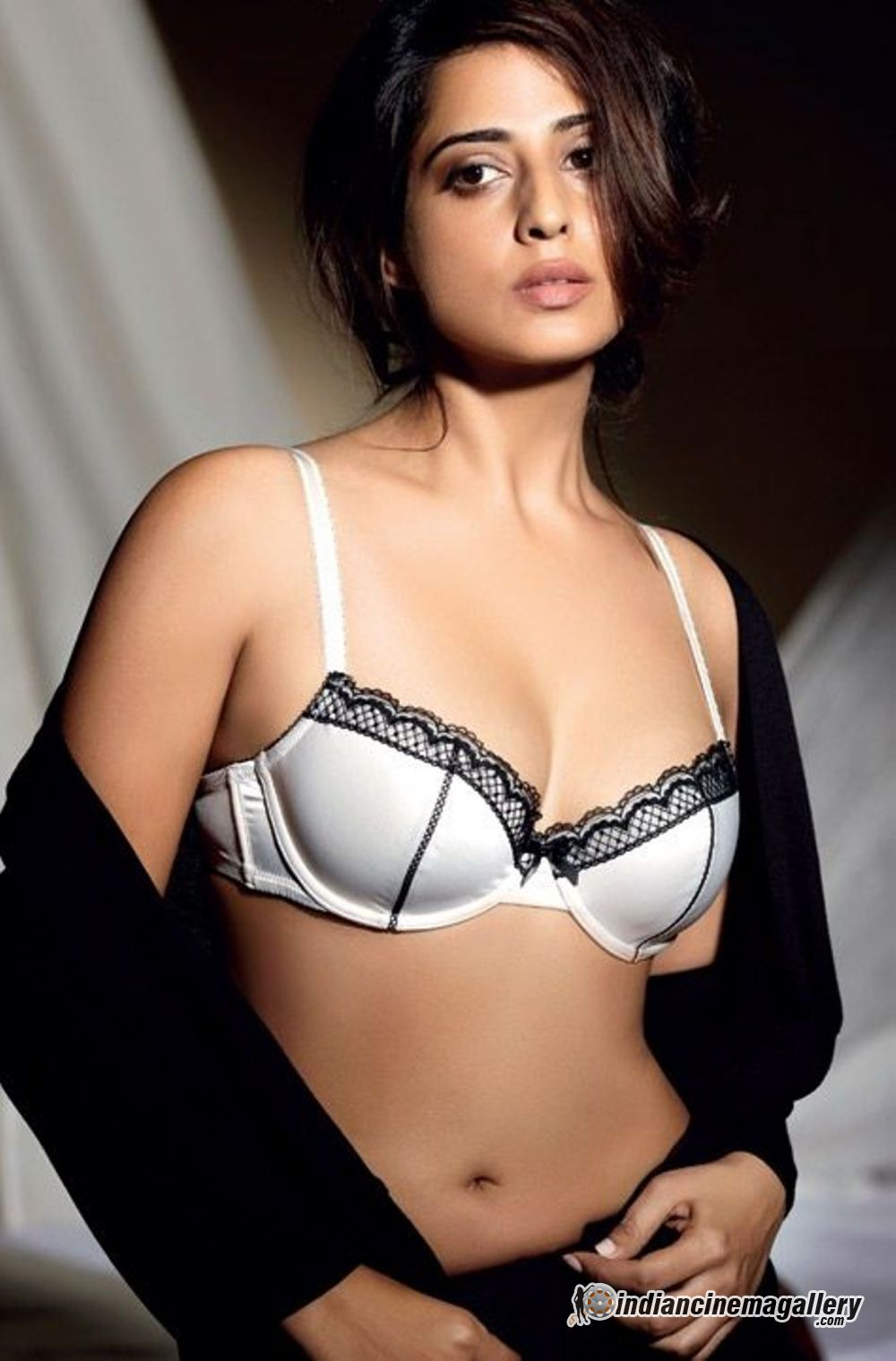 Hottest Avatar of Mahie Gill - VP (4)