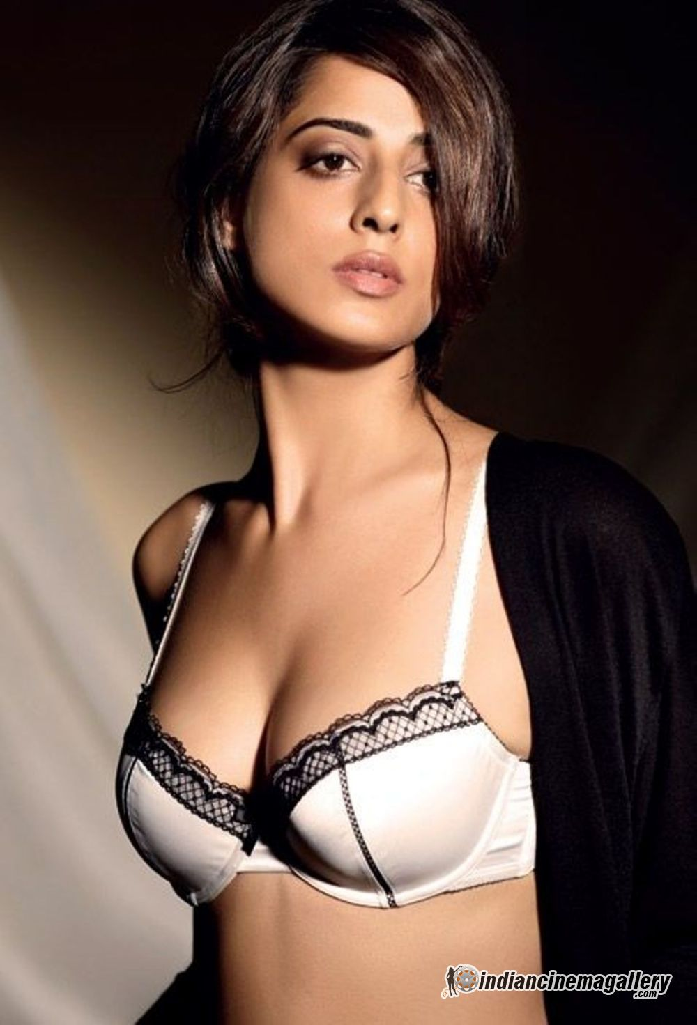 Hottest Avatar of Mahie Gill - VP (8)