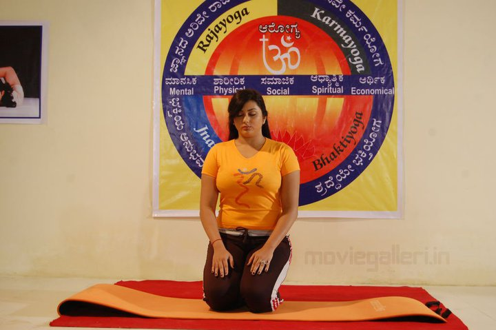 Namitha Kapoor Yoga Pictures, Namitha Kapoor Doing Yoga, Namitha Kapoor in Yellow Top