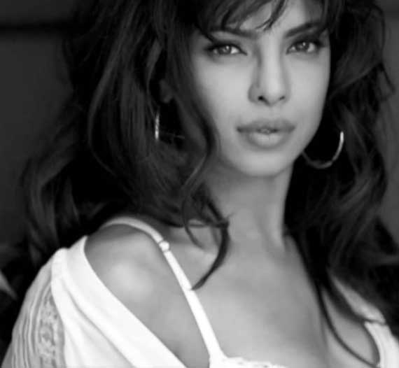 Priyanka Chopra eyes, Priyanka Chopra lips, Priyanka Chopra Guess Girl - VP (13)