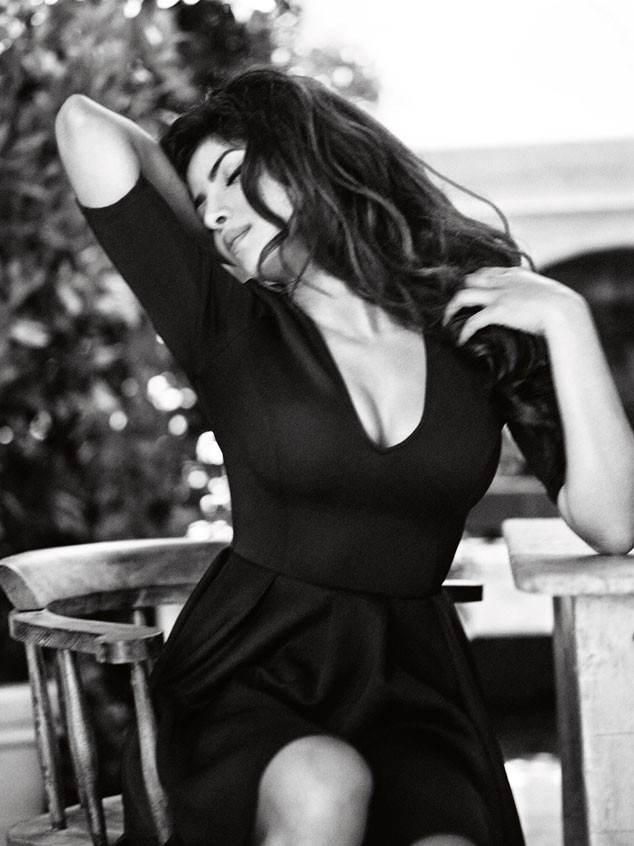 Priyanka Chopra in black dress, Priyanka Chopra Guess Girl - VP (19)