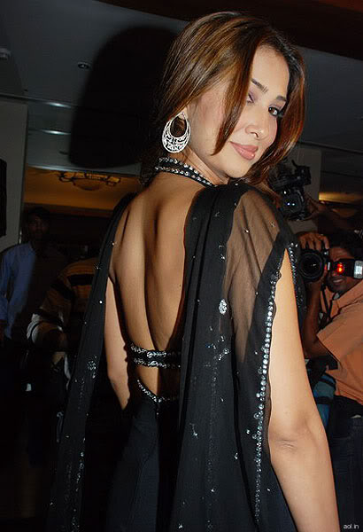 sexy-model-in-backless-dress-model-in-black-saree