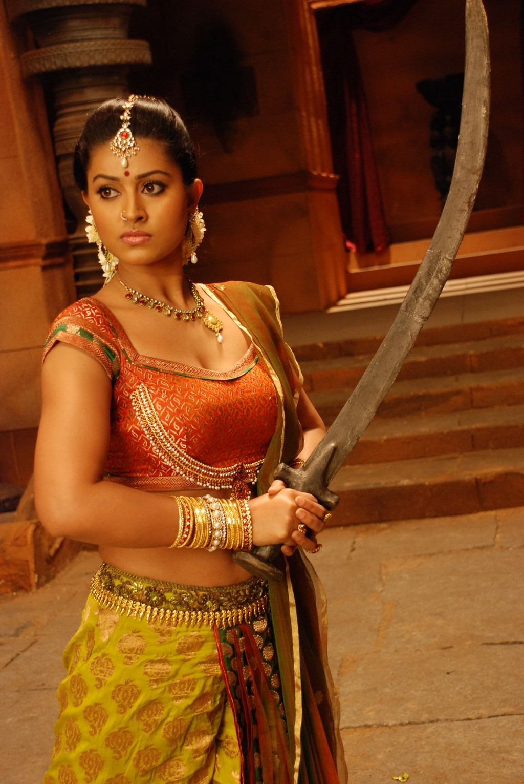 Sneha  holding sword pic, Sneha HOT movie Stills - VP (17)