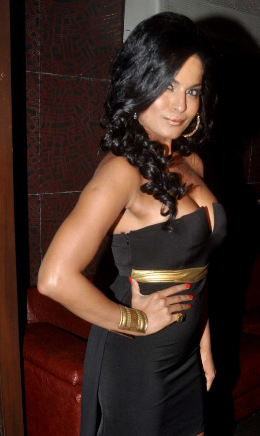 Veena Malik hot photos in black dress, Veena Malik hot masala pictures, Veena Malik  hot spicy pics