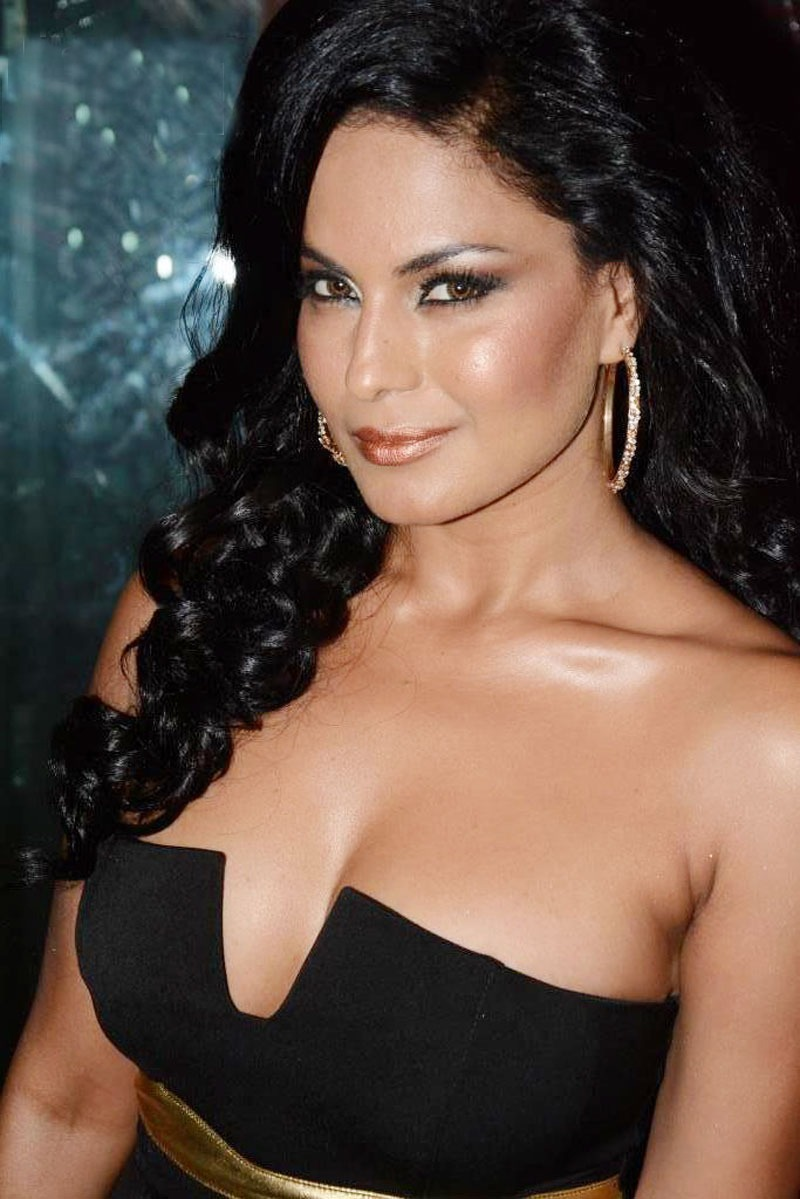 Veena Malik hot sexy pics, Veena Malik in black tight dress, Veena Malik latest photos HD,
