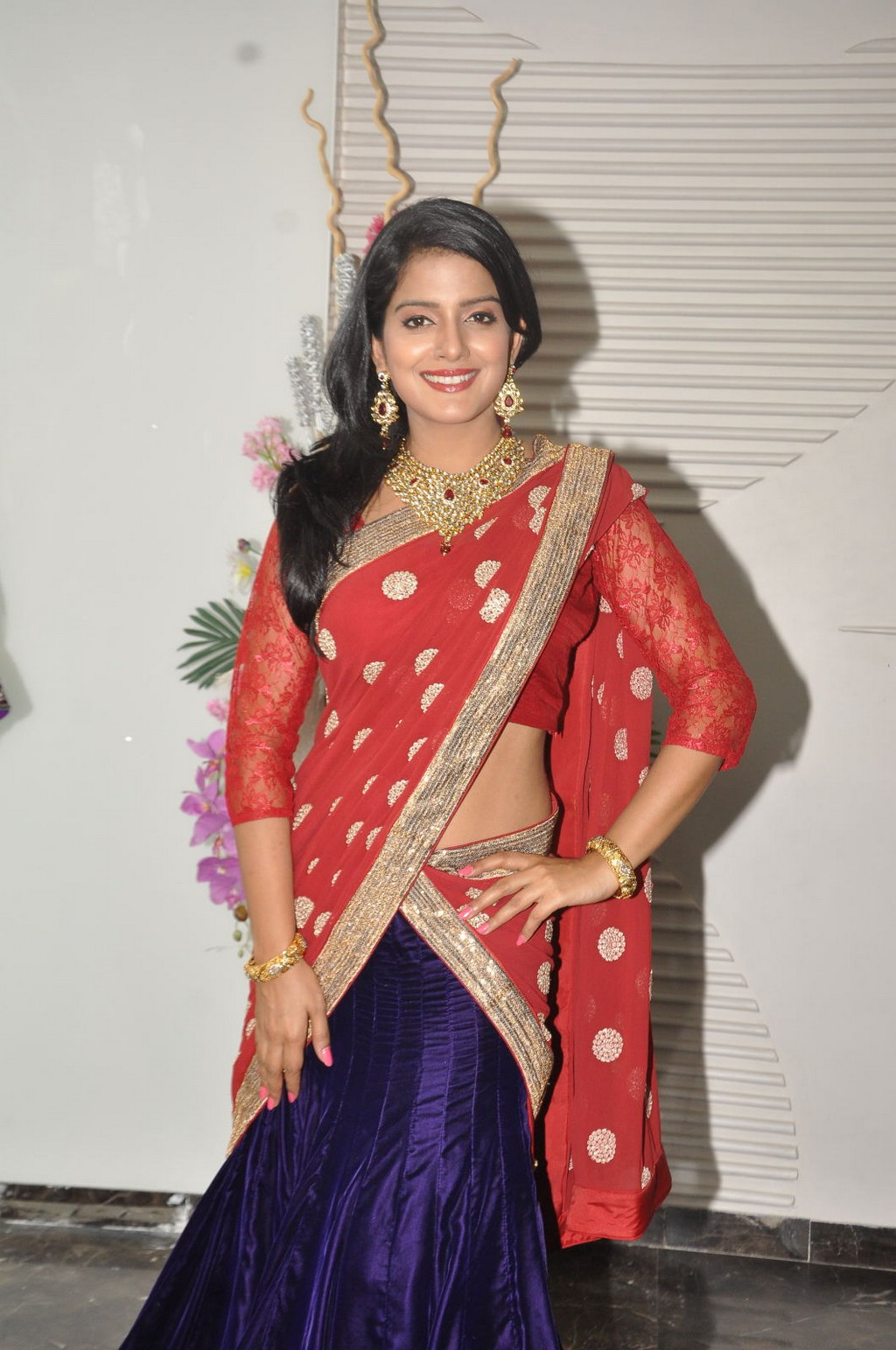 Vishakha Singh in red half saree, Vishakha Singh hot pics