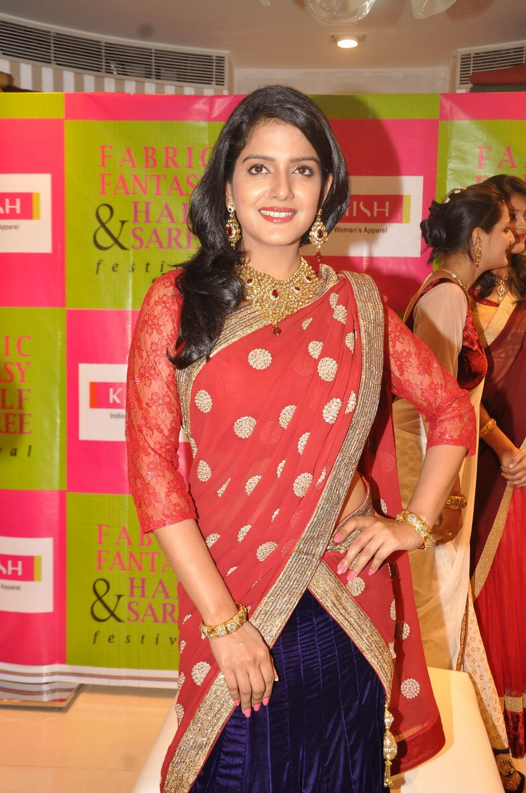Vishakha Singh wallpaper, Vishakha Singh HD wallpaper, Vishakha Singh in red saree