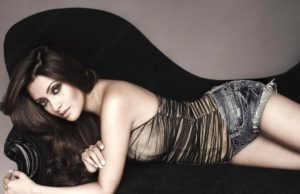 Read more about the article Riya Sen Hot Photoshoot Video