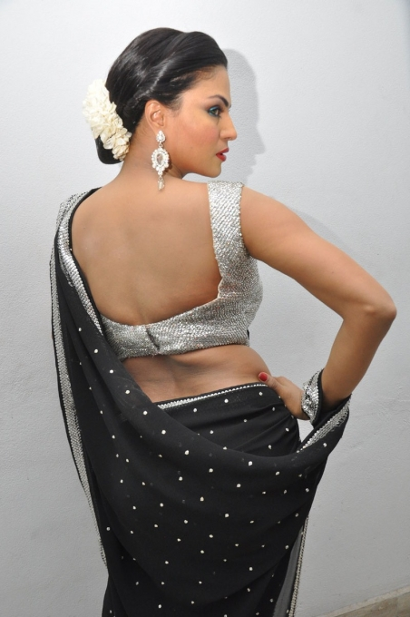 veena-malik_Backless, veena-malik in backless blouse, veena-malik in black saree, veena-malik hot photos in saree, veena-malik hot back photos, veena-malik sexy photos in saree