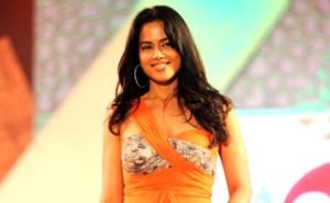 Read more about the article Sameera Reddy Walk Ramp in A Sexy Orange Dress