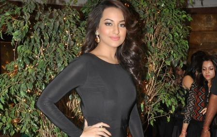 Sonakshi Sinha in A Super Sexy Skin Tight Black Dress Flaunting Her Curves