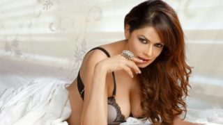 Poonam Jhawer Superhot, Supersexy & Sultry Photoshoot Image Gallery – HOT AS HELL !!!