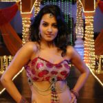 Anita Hassanandani Spicy Navel Pics from Item Song_VP (15)