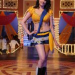 Anita Hassanandani Spicy Navel Pics from Item Song_VP (2)