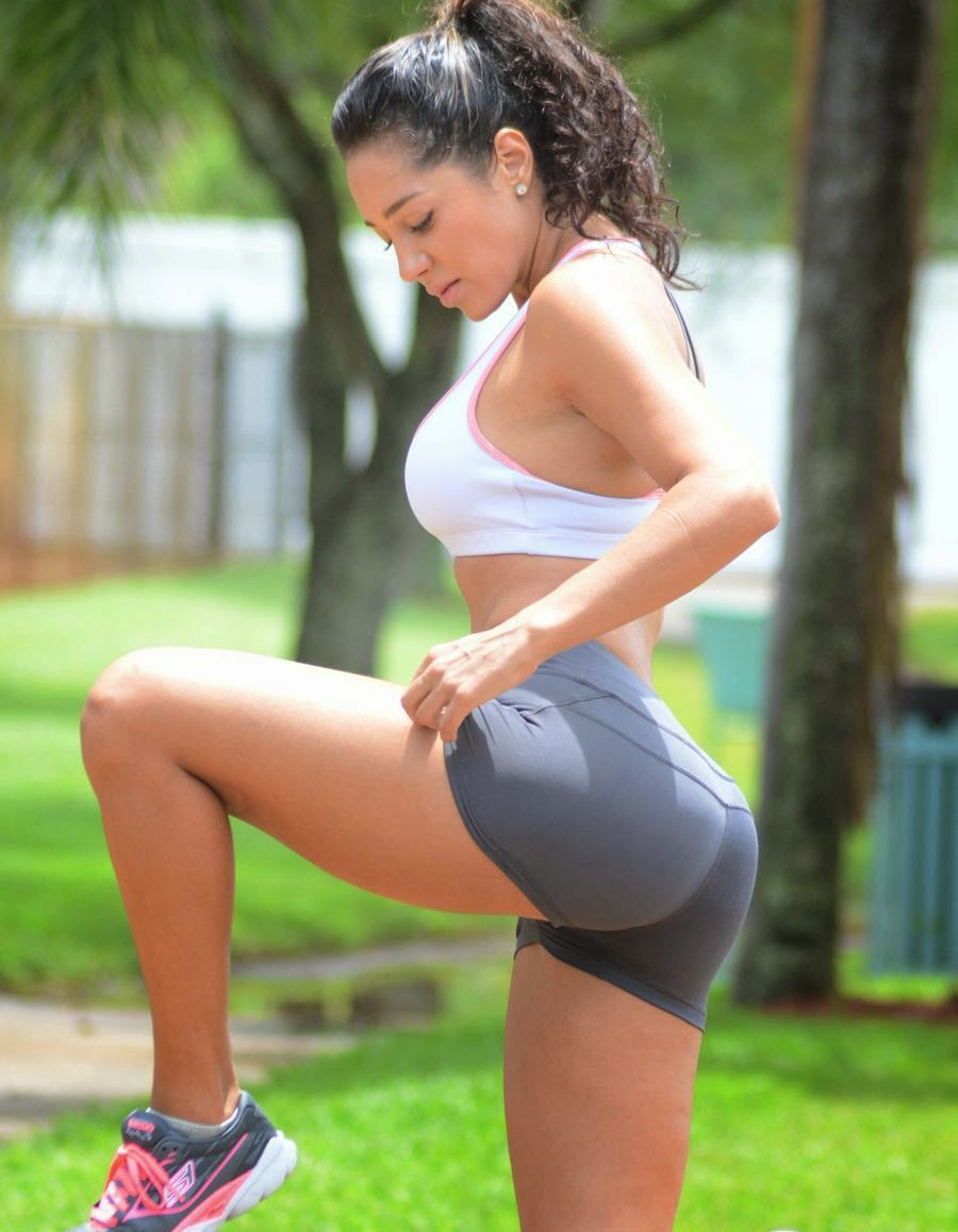 Andrea Calle - Working Out at a Park in Miami - Super Hot Pics_VP (2)