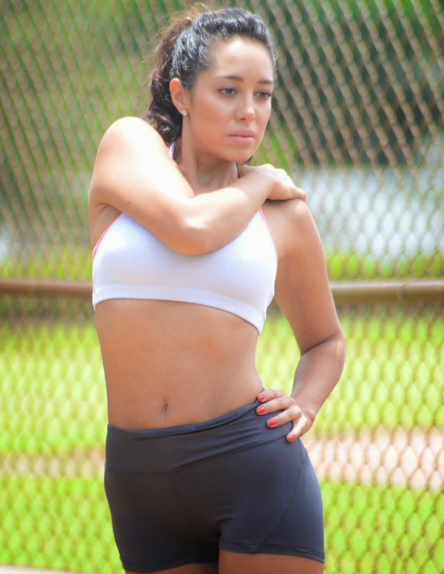 Andrea Calle - Working Out at a Park in Miami - Super Hot Pics_VP (6)