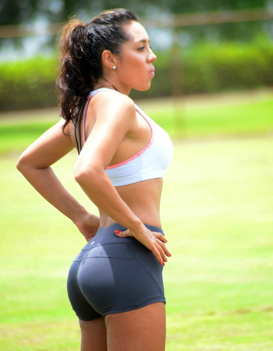 Andrea Calle - Working Out at a Park in Miami - Super Hot Pics_VP (7)