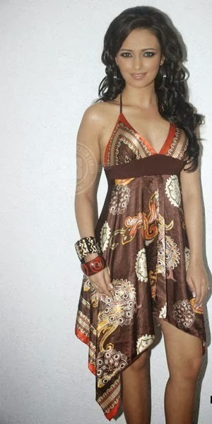 Roshni Chopra - Superhot TV Actress and Anchor of Comedy Circus in Sexy Dress_VP