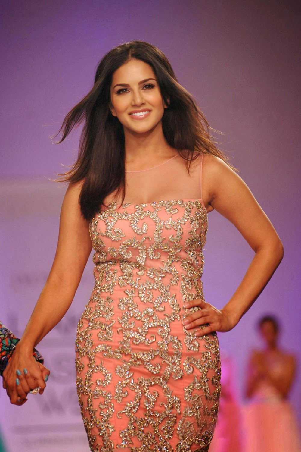 Sunny Leone Ramp Walk Stills at Lakme Fashion Week 2014 in A Sexy Gown_VP (2)