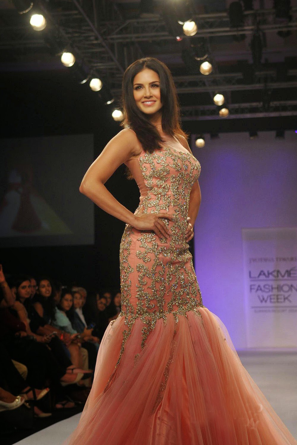 Sunny Leone Ramp Walk Stills at Lakme Fashion Week 2014 in A Sexy Gown_VP (3)