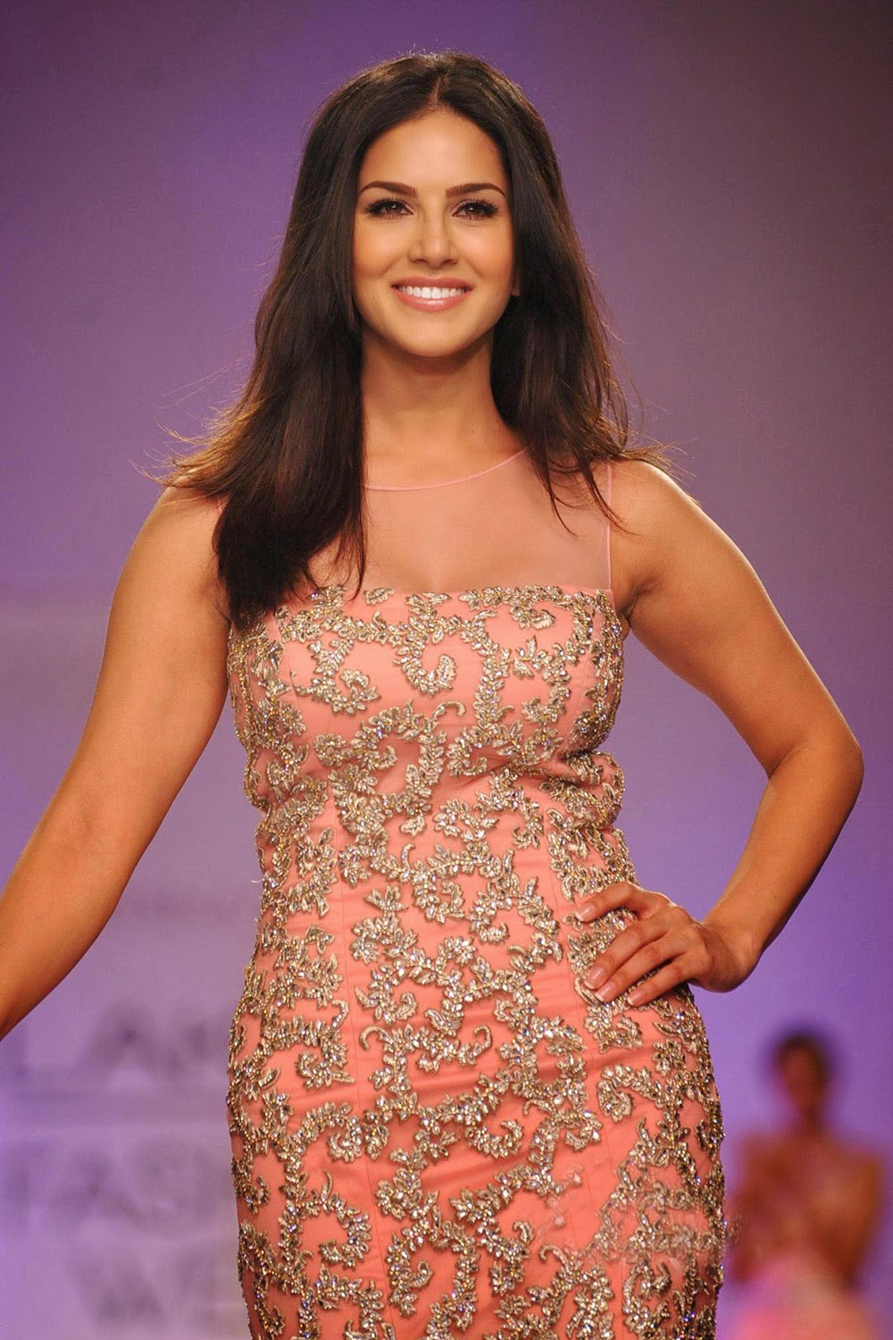 Sunny Leone Ramp Walk Stills at Lakme Fashion Week 2014 in A Sexy Gown_VP (4)
