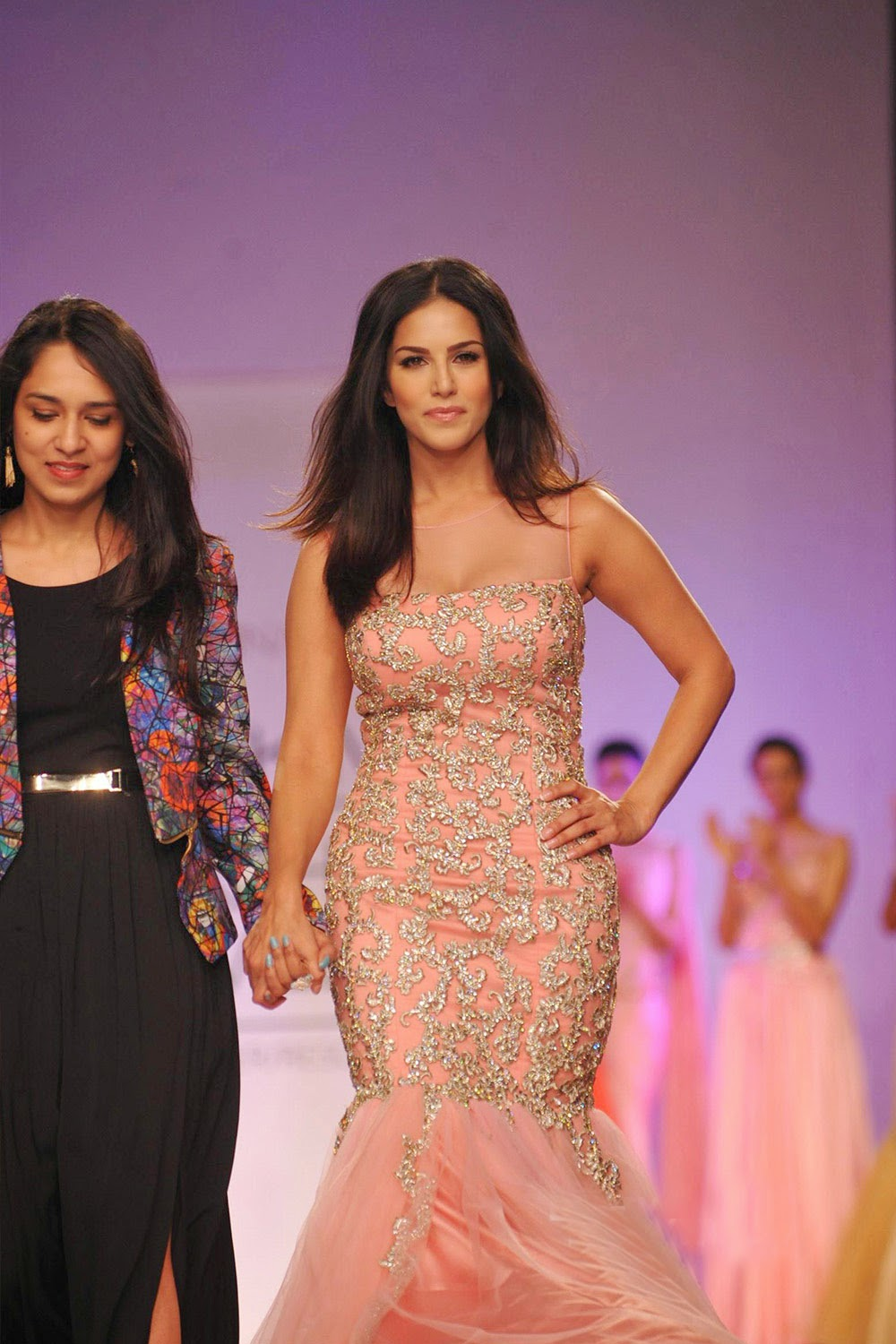 Sunny Leone Ramp Walk Stills at Lakme Fashion Week 2014 in A Sexy Gown_VP (6)