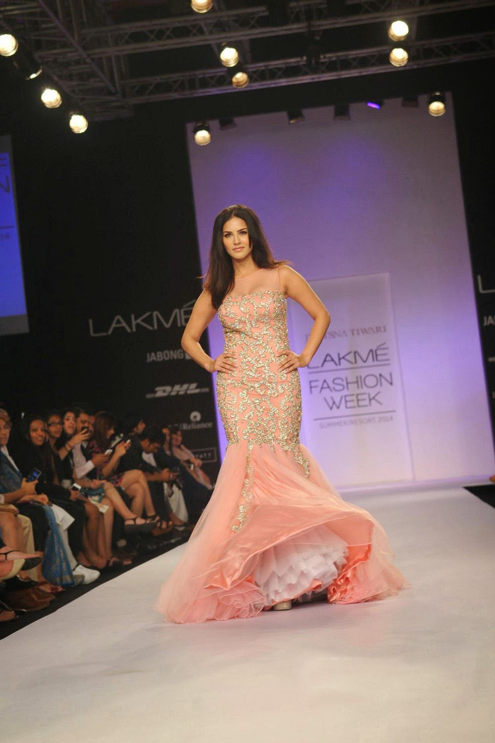 Sunny Leone Ramp Walk Stills at Lakme Fashion Week 2014 in A Sexy Gown_VP (7)