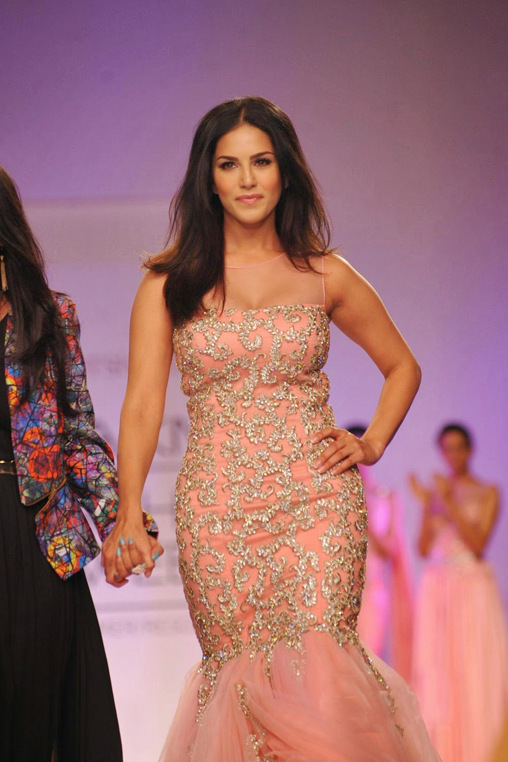 Sunny Leone Ramp Walk Stills at Lakme Fashion Week 2014 in A Sexy Gown_VP (8)