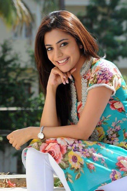 Nisha Agarwal Cute Photos in Flower Print Kurta & White Salwar_VP (11)