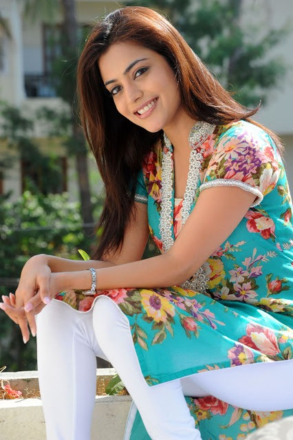 Nisha Agarwal Cute Photos in Flower Print Kurta & White Salwar_VP (6)