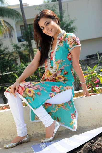 Nisha Agarwal Cute Photos in Flower Print Kurta & White Salwar_VP (8)