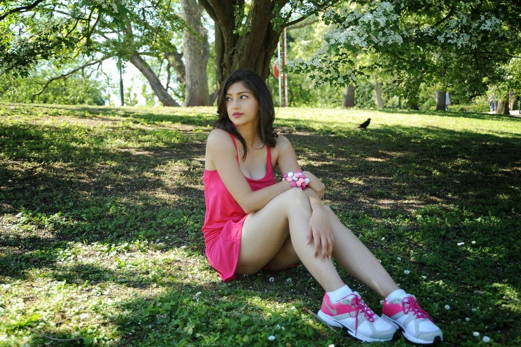 Tanvi Vyas Showing Her Sexy Legs in A Short Pink Mini Dress in Garden_VP (3)