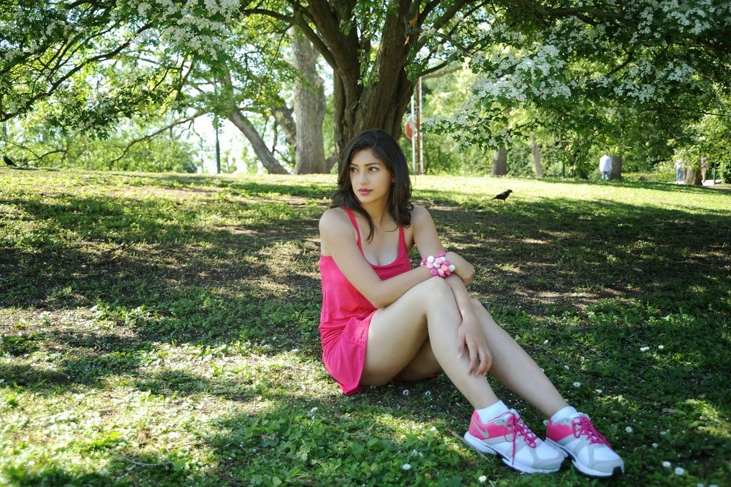 Tanvi Vyas Showing Her Sexy Legs in A Short Pink Mini Dress in Garden_VP (6)
