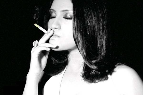 CONTROVERSIAL : Bollywood Actresses Who Smoke In Real Life !
