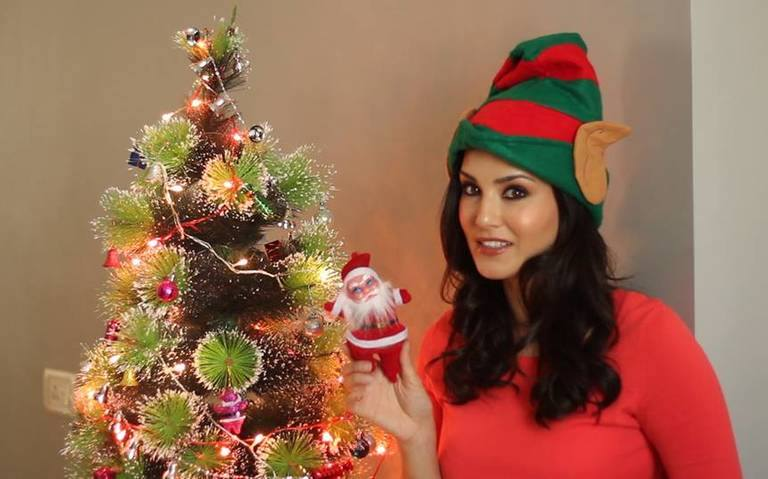 Sunny Leone Wishing A Merry Chirstmas to Her fans