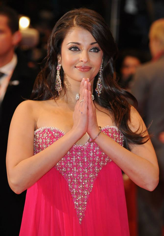 Aishwarya Rai Bachchan at 59th Berlin Film Festival in Pink Gown to promote her film Pink Panther 2_VP (1)