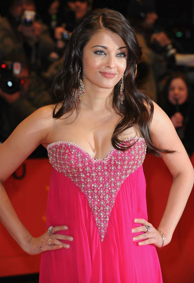 Aishwarya Rai Bachchan at 59th Berlin Film Festival in Pink Gown to promote her film Pink Panther 2_VP (3)